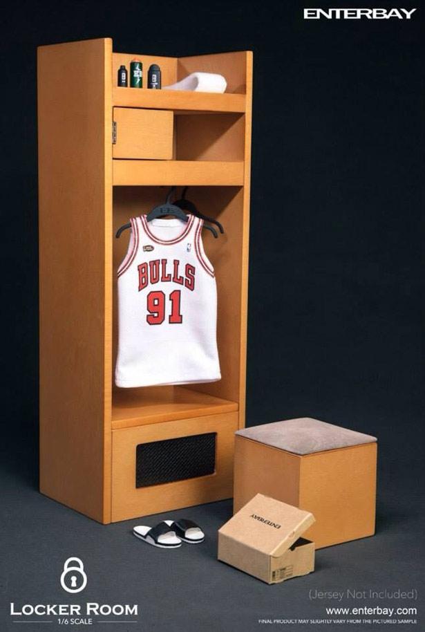 eb-lockerroom1