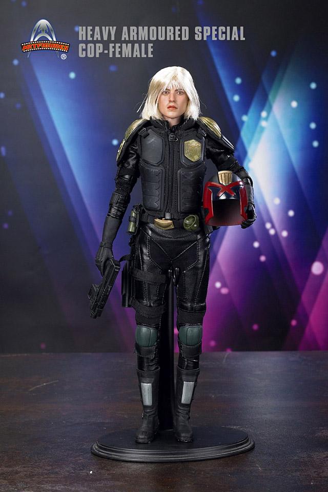 af-female-cop01