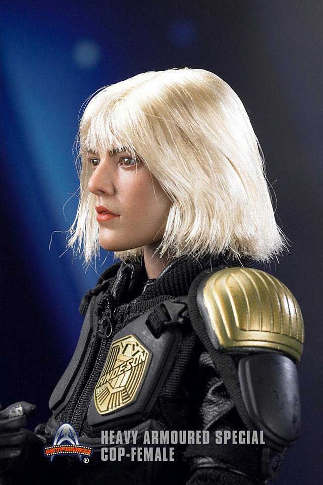af-female-cop03
