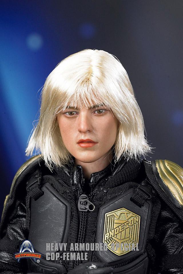 af-female-cop04