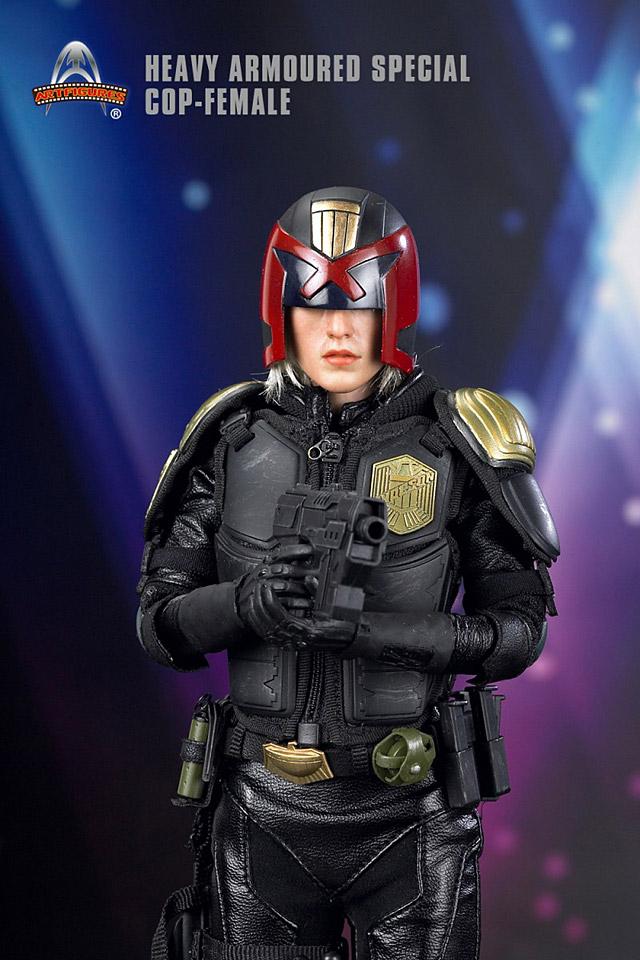 af-female-cop05