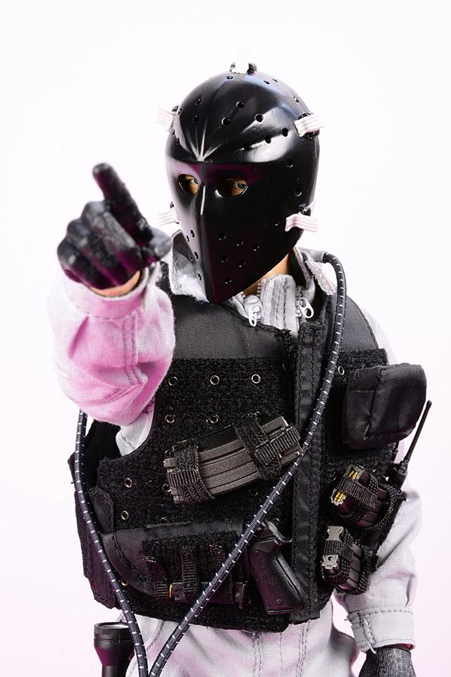 cra-bankrobber_F2-Posing