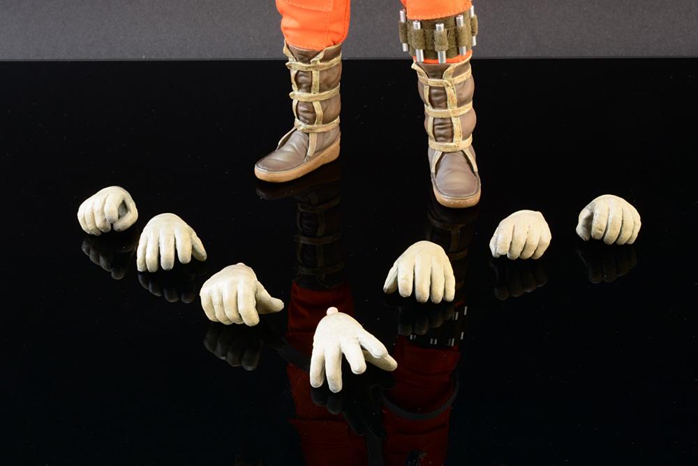 ssc-luke006_Hands_Boots
